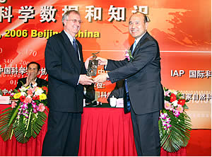 John Rumble (Former CODATA President, 1998-2002), On the left, presenting his CODATA Prize with Shuichi Iwata (then outgoing CODATA President, 2002-2006), on the right side of the photo.